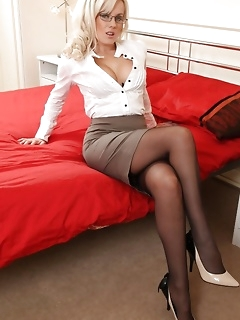 Sexy miniskirt and skirt with stocking legs