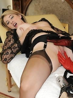 Lesbian stockings beauties licks each other pussy